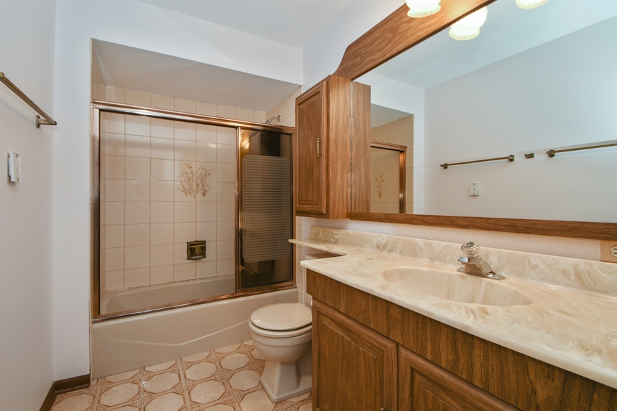 Real Estate Photography - 17140 70th Ave, Tinley Park, IL, 60477 - Bathroom