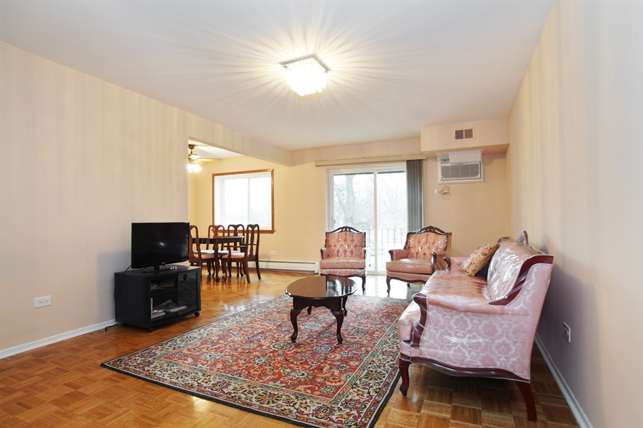 Real Estate Photography - 2420 E Brandenberry CT 2G, Arlington Heights, IL, 60004 - Living Room