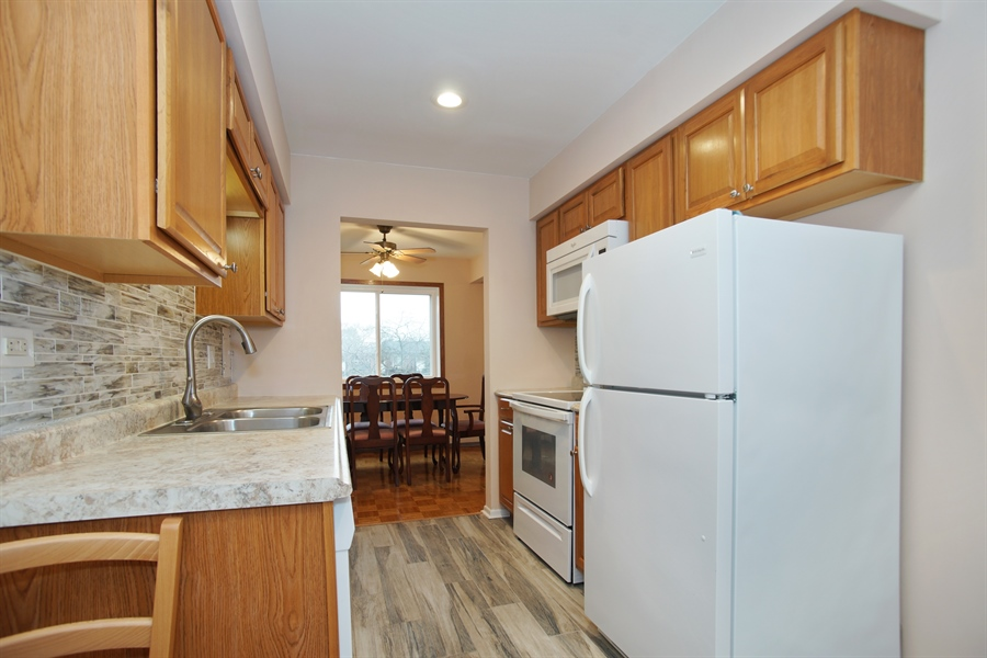 Real Estate Photography - 2420 E Brandenberry CT 2G, Arlington Heights, IL, 60004 - Kitchen