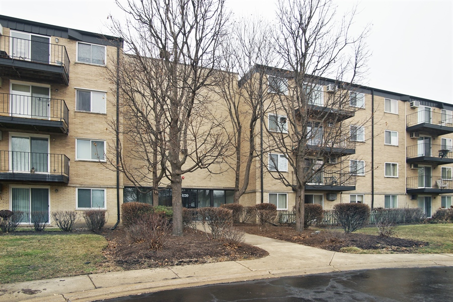 Real Estate Photography - 2420 E Brandenberry CT 2G, Arlington Heights, IL, 60004 - Front View