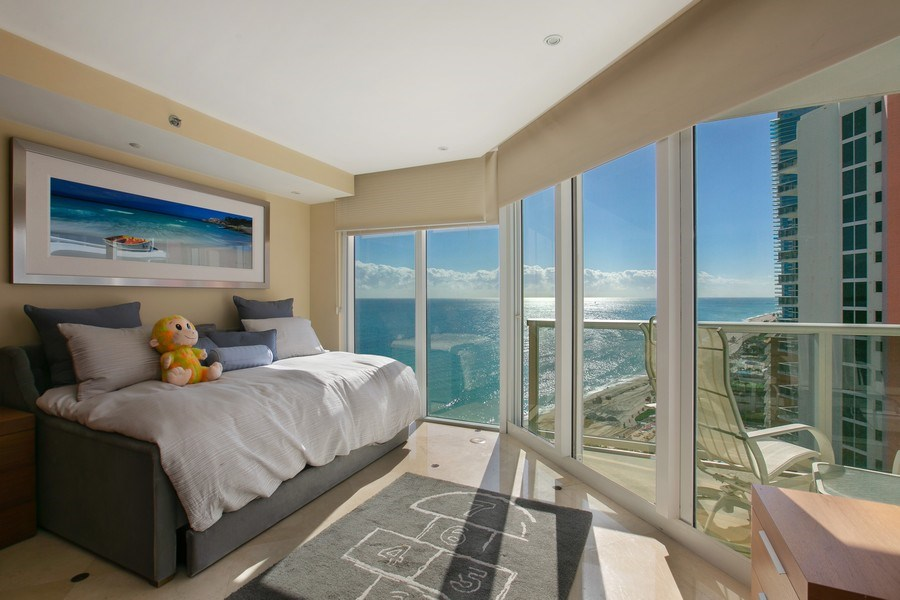 Real Estate Photography - 19333 Collins Ave, apt 1802, Aventura, FL, 33160 - 2nd Bedroom