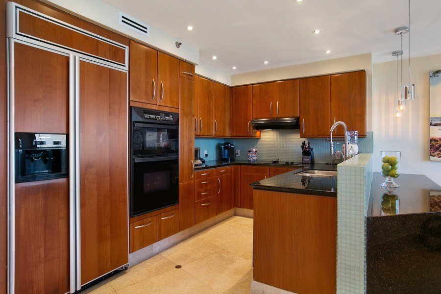 Real Estate Photography - 19333 Collins Ave, apt 1802, Aventura, FL, 33160 - Kitchen