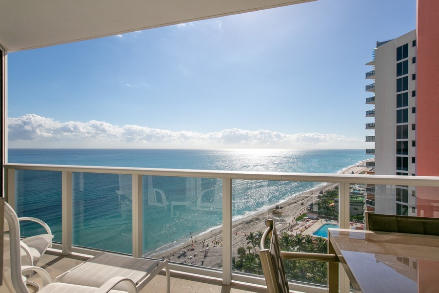 Real Estate Photography - 19333 Collins Ave, apt 1802, Aventura, FL, 33160 - South View
