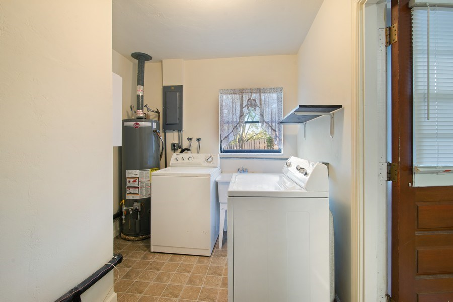 Real Estate Photography - 5811 NE 14th Ln, Fort Lauderdale, FL, 33334 - Laundry Room