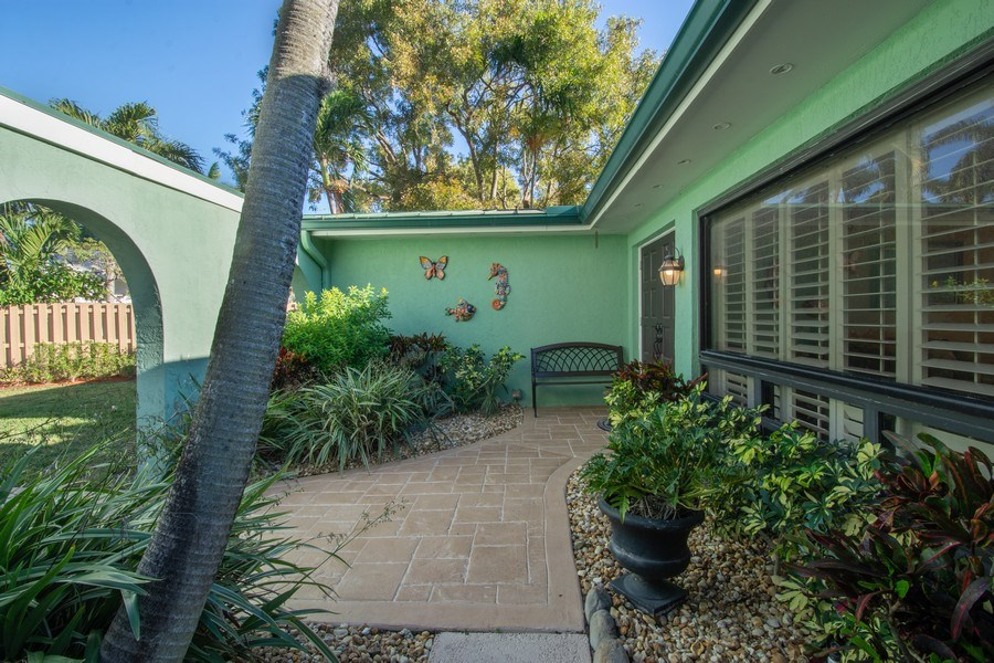 Real Estate Photography - 5811 NE 14th Ln, Fort Lauderdale, FL, 33334 - Entryway