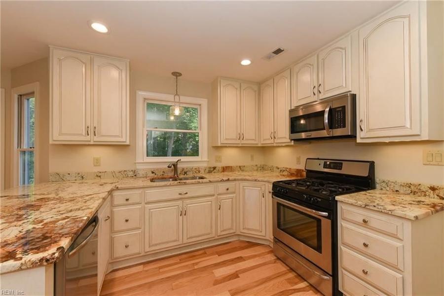 Real Estate Photography - 307 Winterberry Ln, Smithfield, VA, 23430 - Location 7