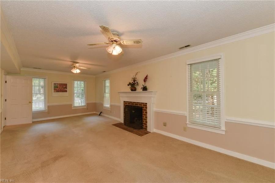 Real Estate Photography - 307 Winterberry Ln, Smithfield, VA, 23430 - Location 12