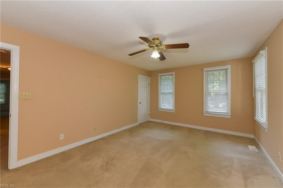 Real Estate Photography - 307 Winterberry Ln, Smithfield, VA, 23430 - Location 18