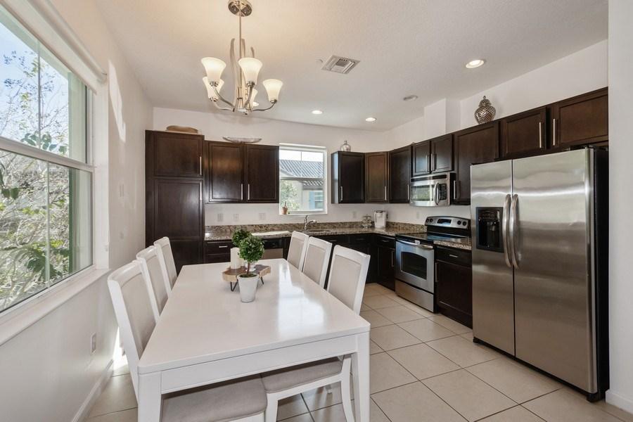Real Estate Photography - 2906 Cascada Isle Way, Cooper City, FL, 33024 - Kitchen