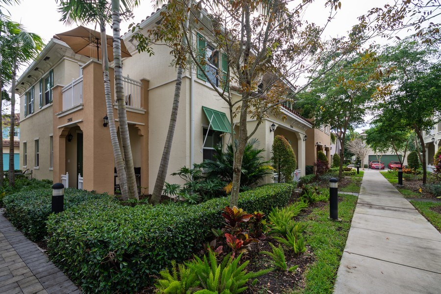 Real Estate Photography - 2906 Cascada Isle Way, Cooper City, FL, 33024 - Front View