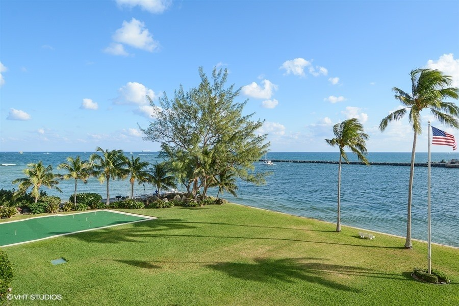 Real Estate Photography - 2100 S Ocean dr, 11E, Fort Lauderdale, FL, 33316 - Putting Green on the Point