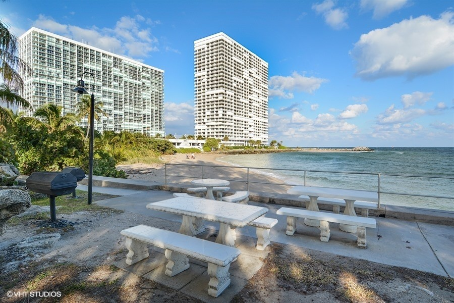 Real Estate Photography - 2100 S Ocean dr, 11E, Fort Lauderdale, FL, 33316 - Waterfront Picnic and BBQ area