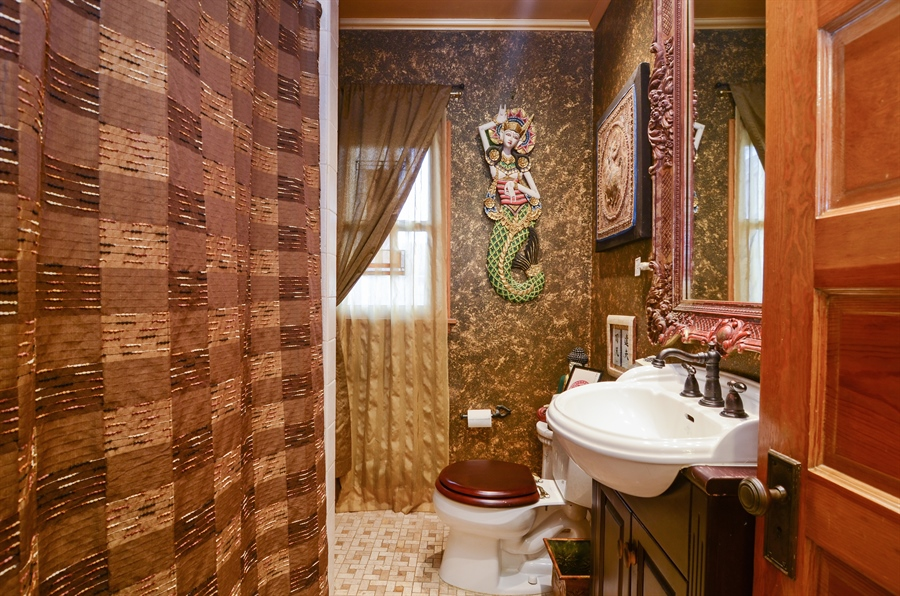 Real Estate Photography - 4851 Bernard, Chicago, IL, 60625 - Bathroom