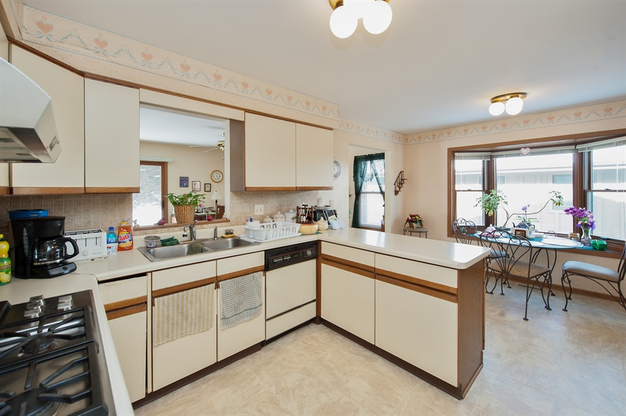 Real Estate Photography - 39866 N Crabapple Dr, Antioch, IL, 60002 - Kitchen / Breakfast Room