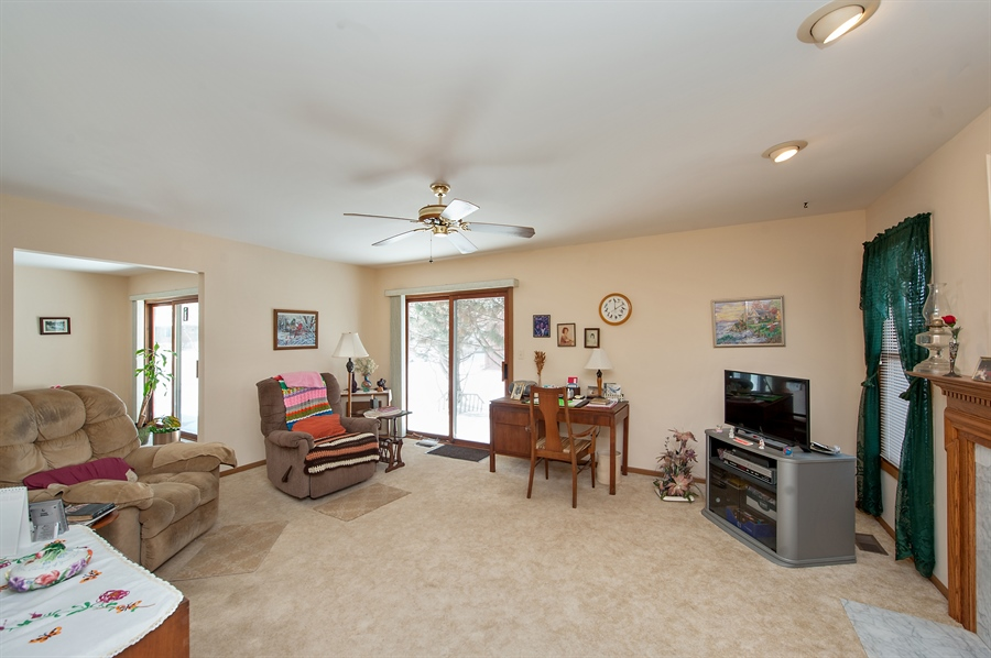 Real Estate Photography - 39866 N Crabapple Dr, Antioch, IL, 60002 - Family Room