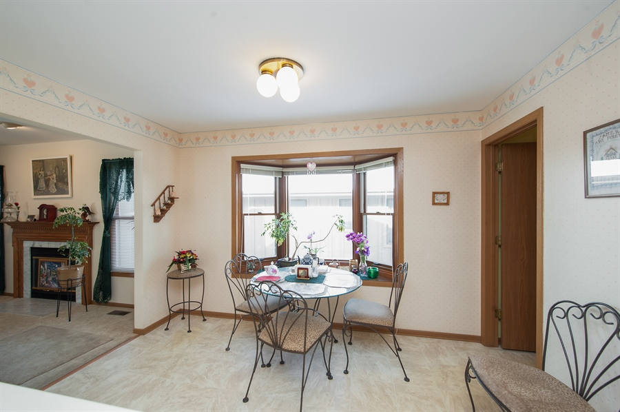 Real Estate Photography - 39866 N Crabapple Dr, Antioch, IL, 60002 - Breakfast Area