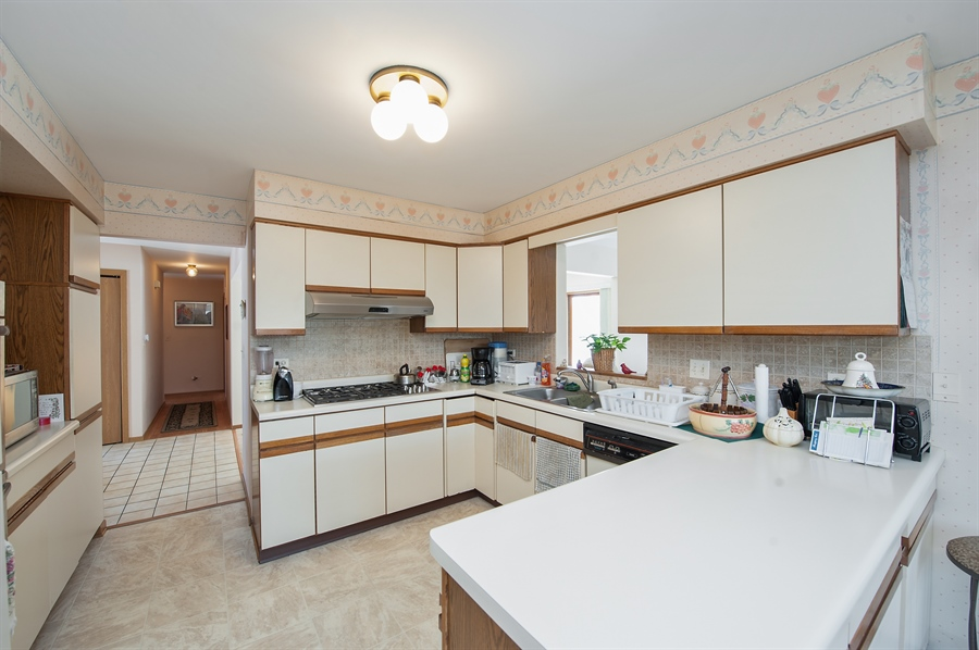 Real Estate Photography - 39866 N Crabapple Dr, Antioch, IL, 60002 - Kitchen