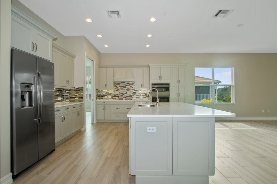 Real Estate Photography - 7801 Hawthorne Dr, Unit 2703, Naples, FL, 34113 - Kitchen