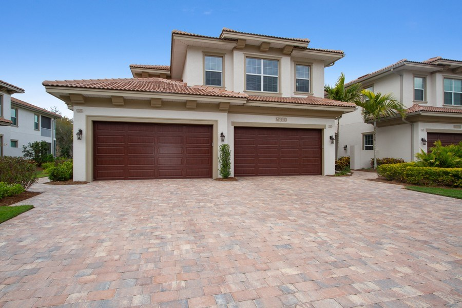 Real Estate Photography - 7801 Hawthorne Dr, Unit 2703, Naples, FL, 34113 - Front View