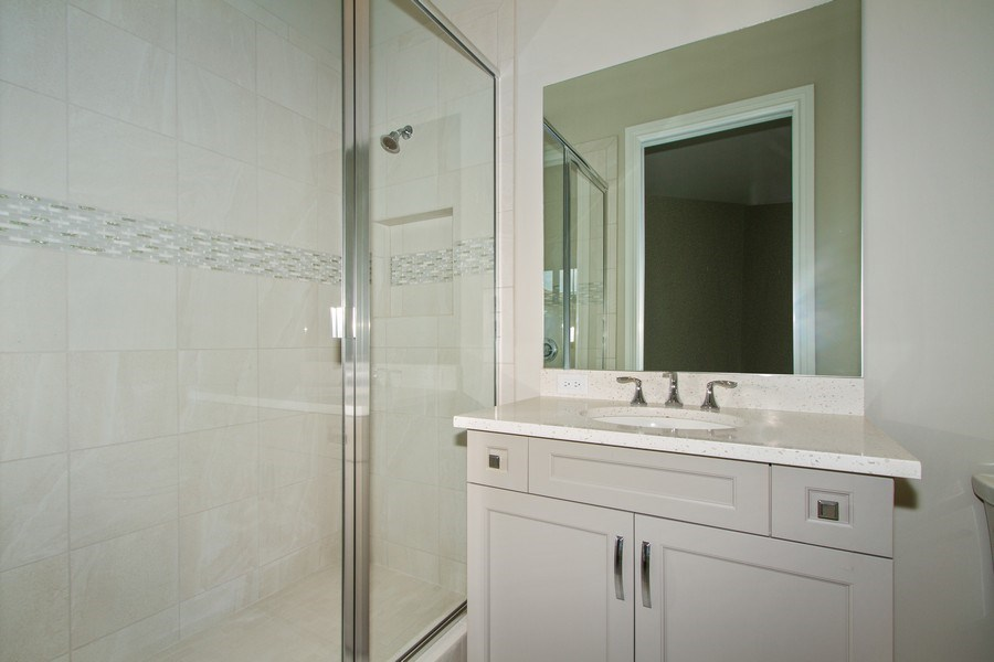 Real Estate Photography - 7801 Hawthorne Dr, Unit 2703, Naples, FL, 34113 - 2nd Bathroom