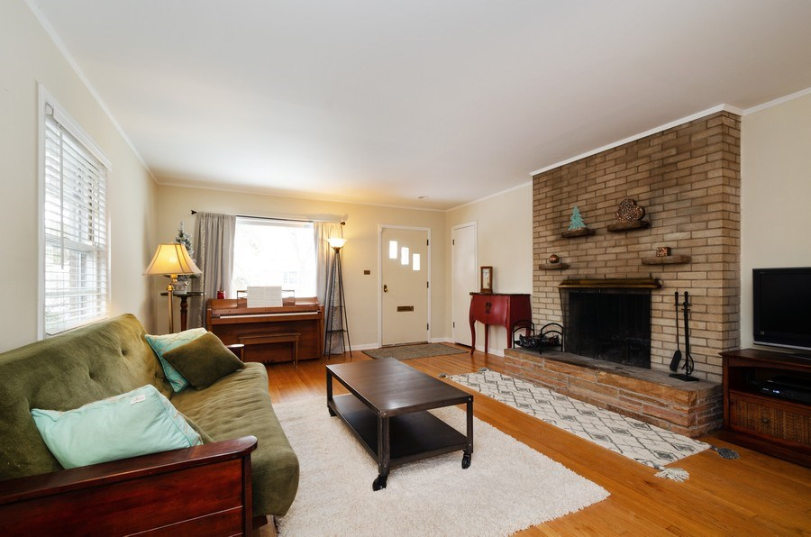 Real Estate Photography - 3306 Hayes Street, Evanston, IL, 60202 - Living Room
