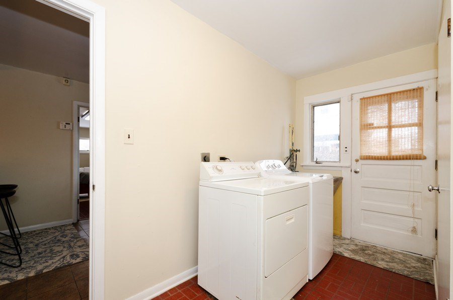 Real Estate Photography - 3306 Hayes Street, Evanston, IL, 60202 - Laundry Room
