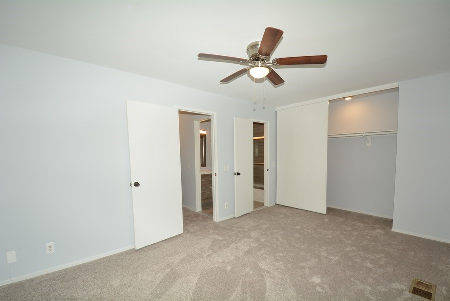 Real Estate Photography - 2689 Glengyle Dr, Unit 33, Vienna, VA, 22181 - Master Bedroom