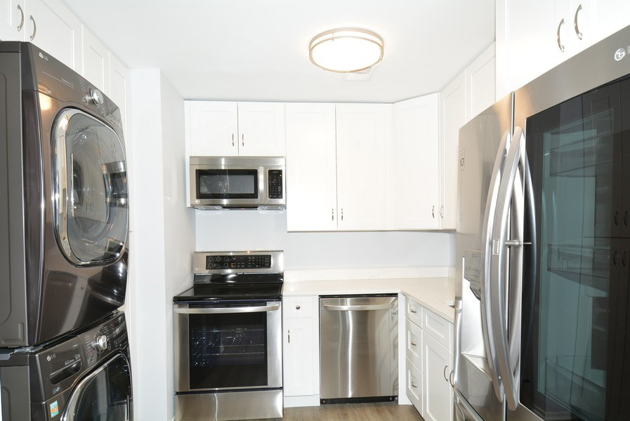 Real Estate Photography - 2689 Glengyle Dr, Unit 33, Vienna, VA, 22181 - Kitchen