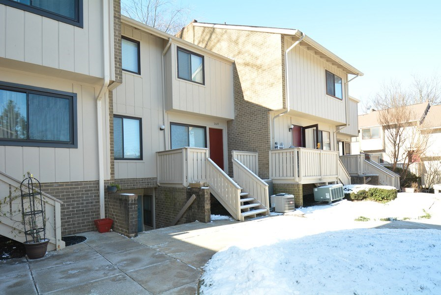 Real Estate Photography - 2689 Glengyle Dr, Unit 33, Vienna, VA, 22181 - Side View