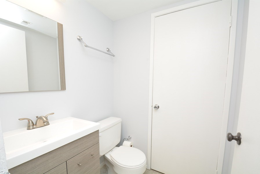 Real Estate Photography - 2689 Glengyle Dr, Unit 33, Vienna, VA, 22181 - Half Bath