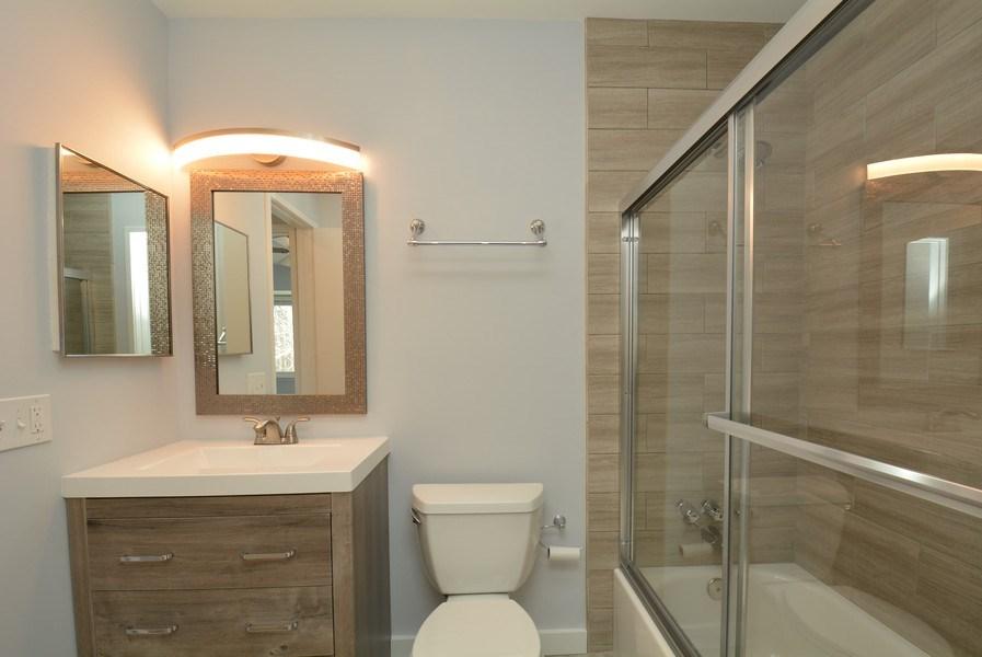 Real Estate Photography - 2689 Glengyle Dr, Unit 33, Vienna, VA, 22181 - Bathroom