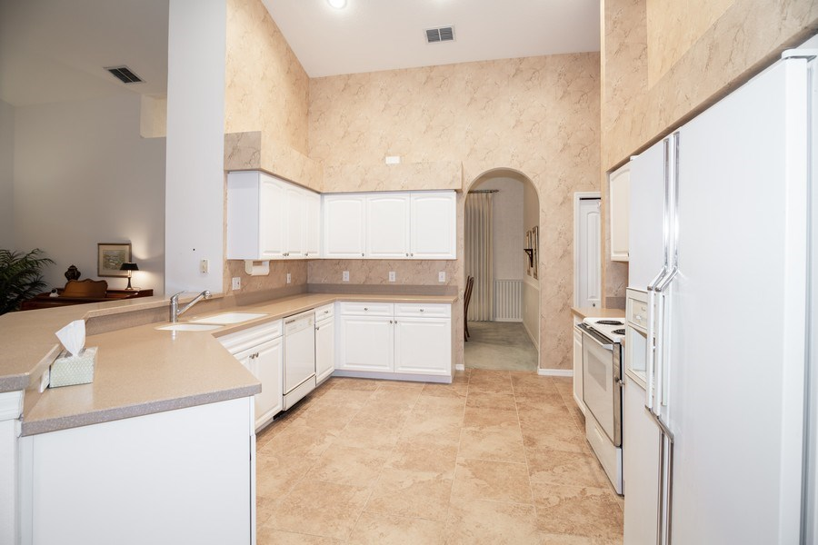 Real Estate Photography - 3525 Shadowood Dr, Valrico, FL, 33596 - Kitchen