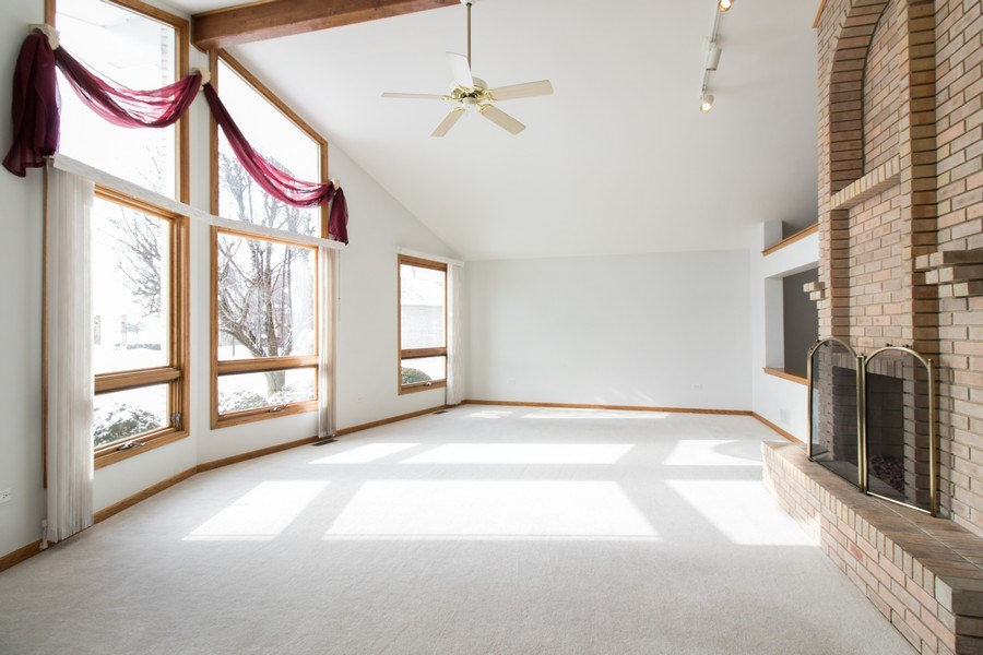 Real Estate Photography - 8200 Cove Ct, Tinley Park, IL, 60487 - Living Room