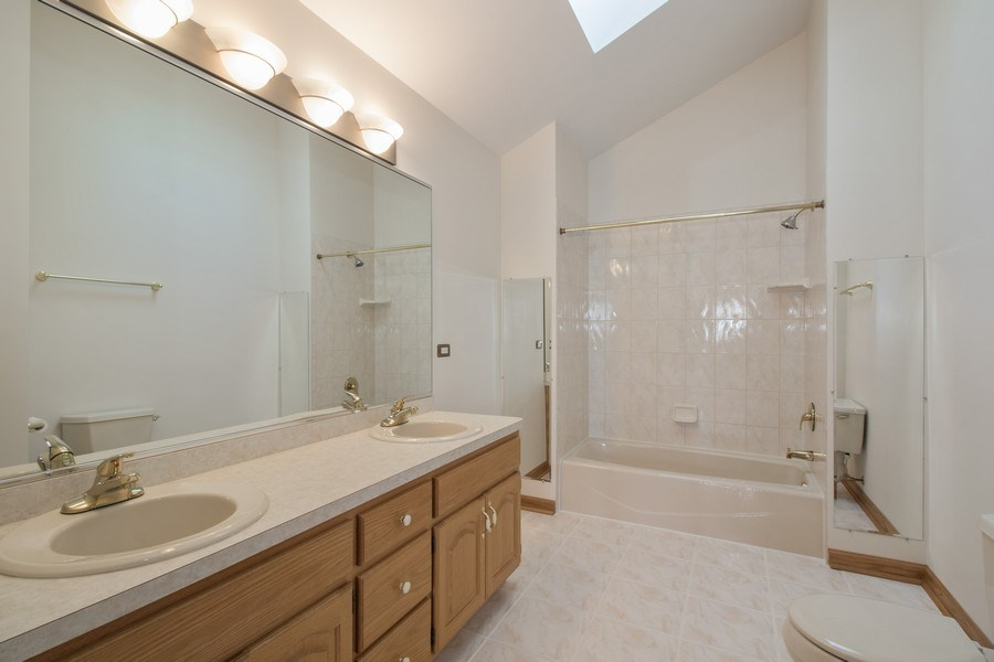 Real Estate Photography - 8200 Cove Ct, Tinley Park, IL, 60487 - Master Bathroom