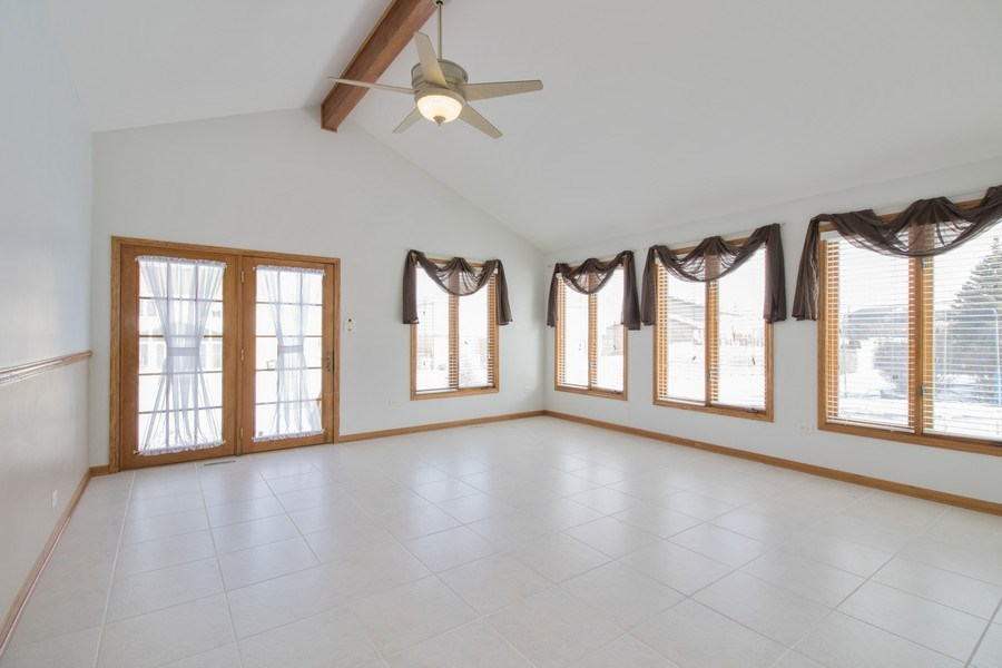 Real Estate Photography - 8200 Cove Ct, Tinley Park, IL, 60487 - Family Room