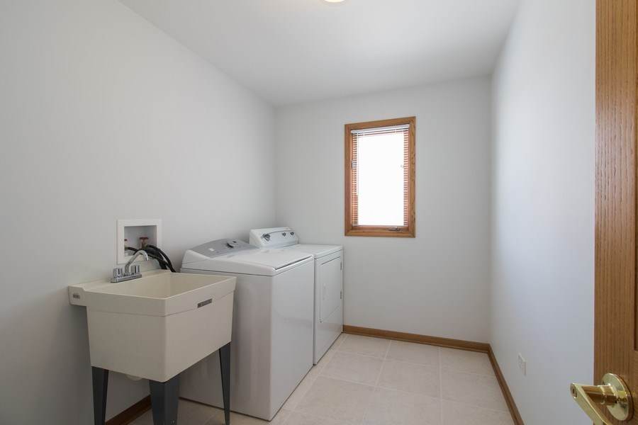 Real Estate Photography - 8200 Cove Ct, Tinley Park, IL, 60487 - Laundry Room