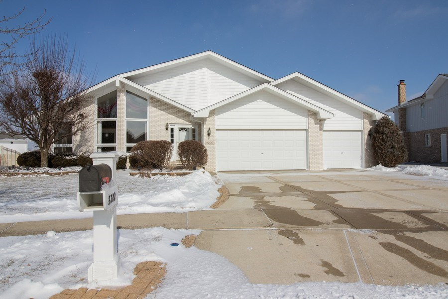 Real Estate Photography - 8200 Cove Ct, Tinley Park, IL, 60487 - Front View