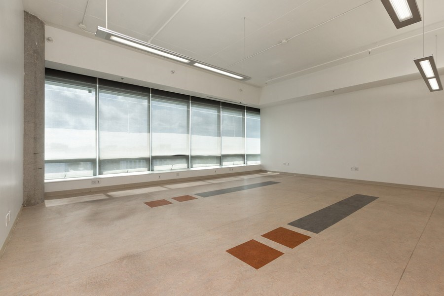 Real Estate Photography - 20900 NE 30 Ave, Suite 910, Aventura, FL, 33180 - Open office space