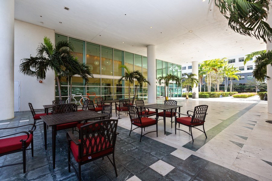 Real Estate Photography - 20900 NE 30 Ave, Unit 910, Aventura, FL, 33183 - Building Coffee Shop