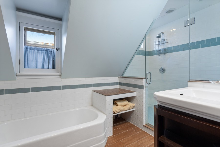 Real Estate Photography - 803 Belleforte Avenue, Oak Park, IL, 60302 - Bathroom