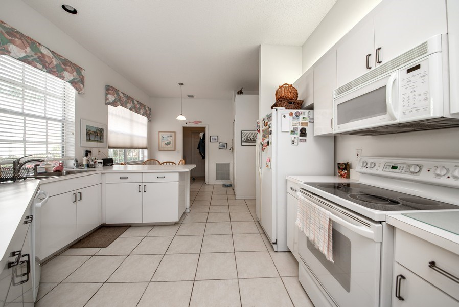 Real Estate Photography - 2591 Country Golf Drive, Wellington, FL, 33414 - Kitchen / Breakfast Room
