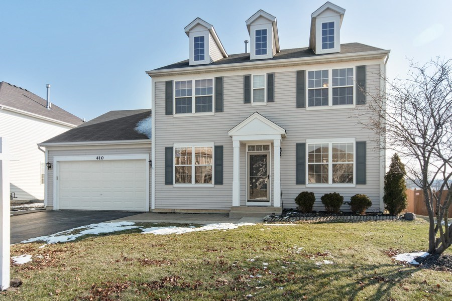 Real Estate Photography - 410 Kensington Dr., Oswego, IL, 60532 - Front View