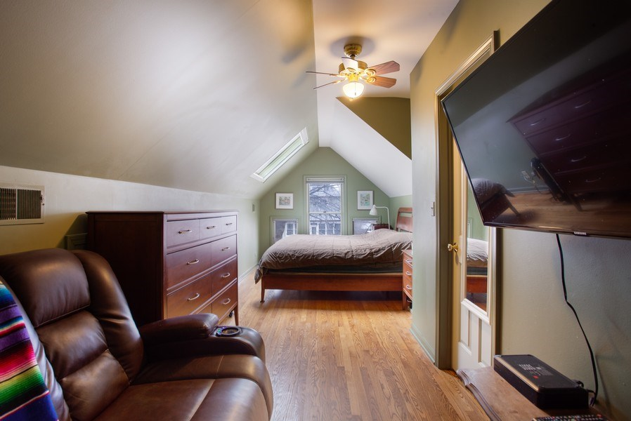 Real Estate Photography - 932 S. Euclid Avenue, Oak Park, IL, 60304 - Master Bedroom