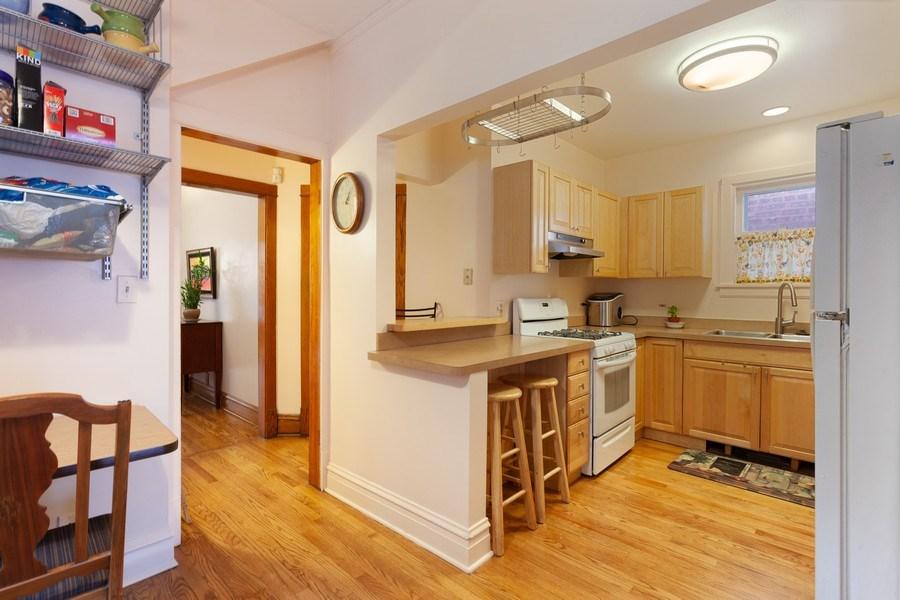 Real Estate Photography - 932 S. Euclid Avenue, Oak Park, IL, 60304 - Kitchen