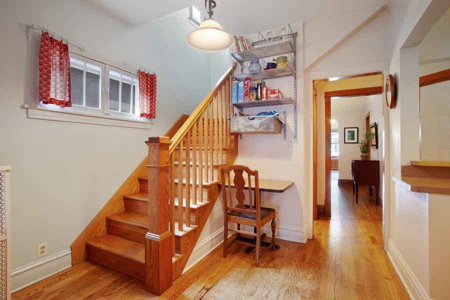 Real Estate Photography - 932 S. Euclid Avenue, Oak Park, IL, 60304 - Hallway
