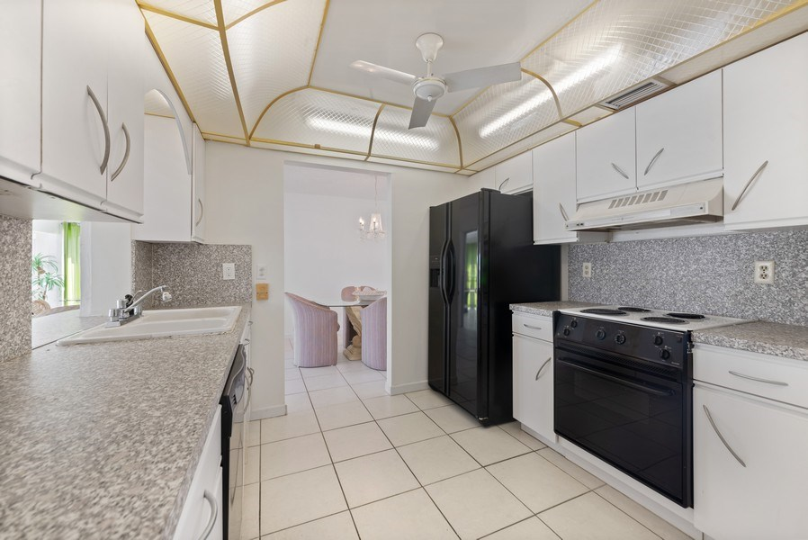 Real Estate Photography - 718 SW 15th St, Boynton, FL, 33426 - Kitchen