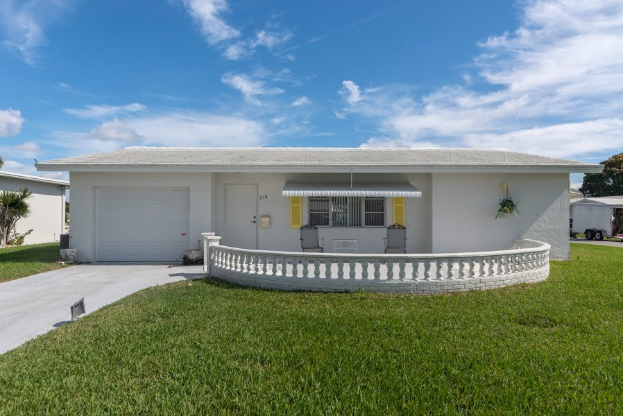 Real Estate Photography - 718 SW 15th St, Boynton, FL, 33426 - Front View