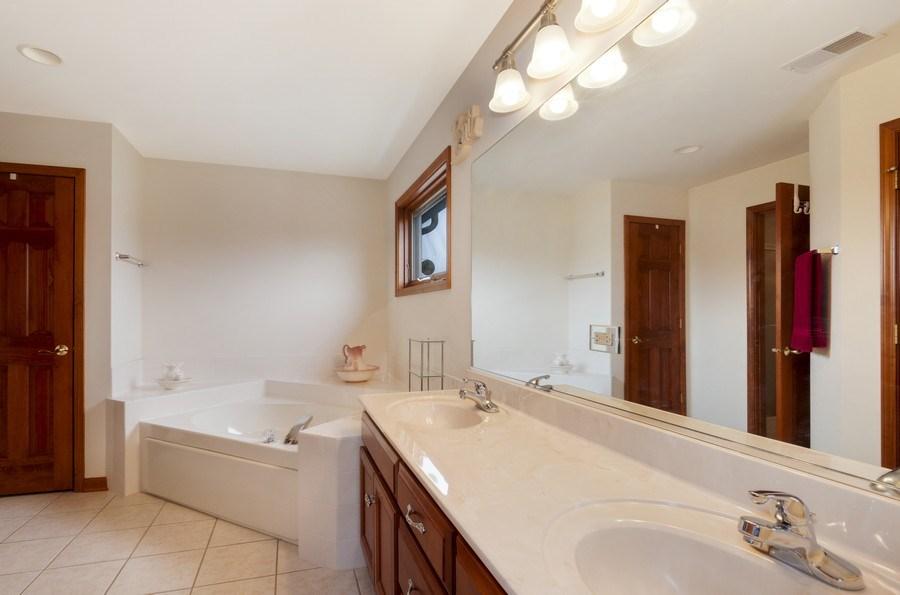 Real Estate Photography - 819 Farm Dr, West Chicago, IL, 60185 - Master Bathroom