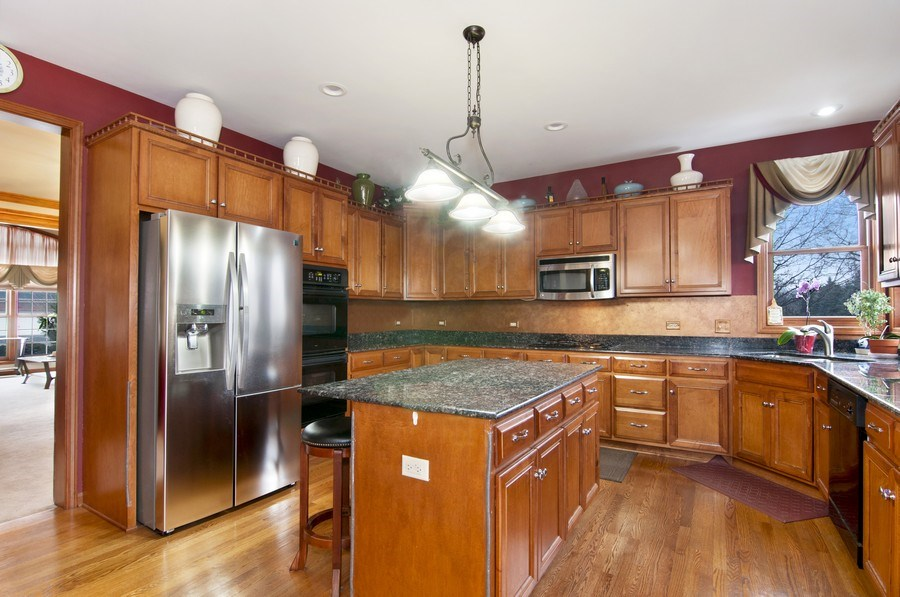 Real Estate Photography - 819 Farm Dr, West Chicago, IL, 60185 - Kitchen