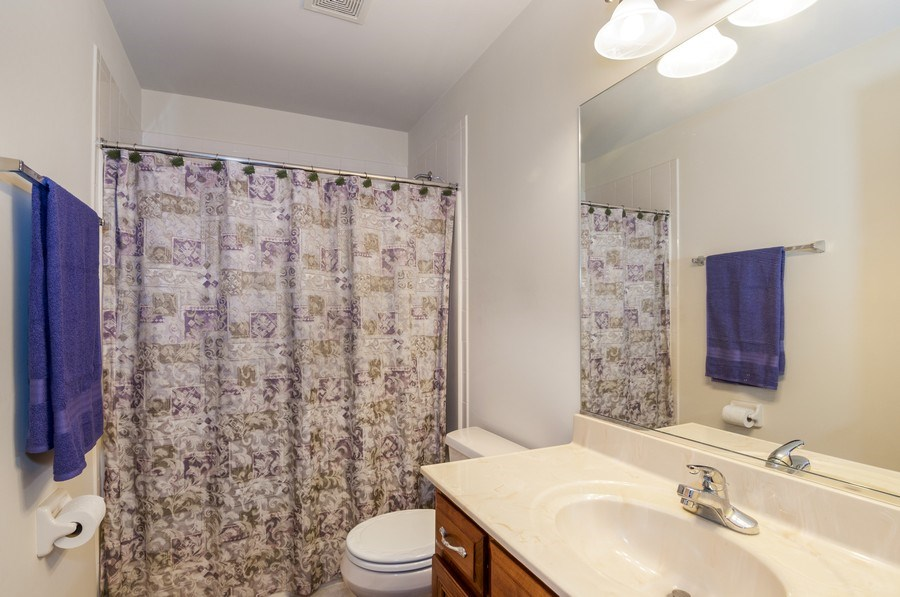 Real Estate Photography - 819 Farm Dr, West Chicago, IL, 60185 - Bathroom